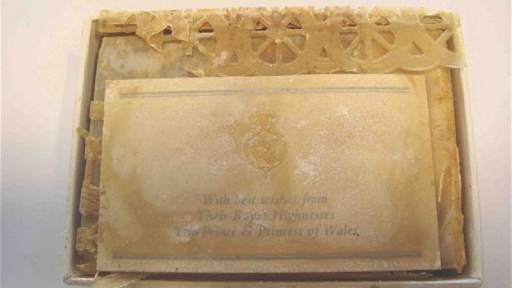 Bucată din tortul de la nunta prințesei Diana, vândută la licitaţie. CUM ARATĂ DUPĂ 33 DE ANI