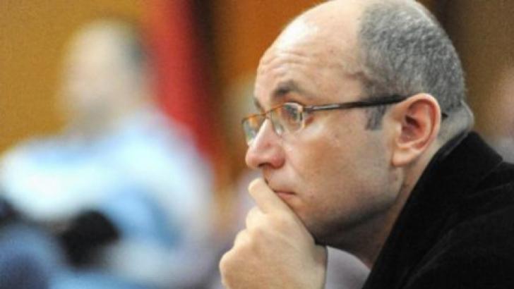 Consultantul politic, Cozmin Guşă