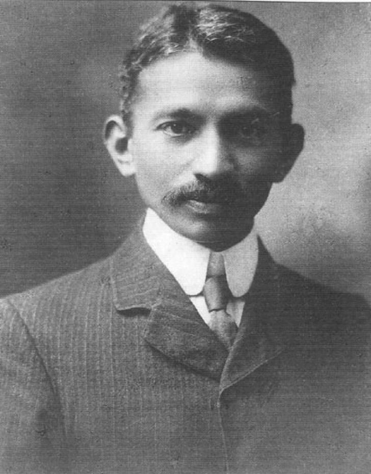 Portretul eroului la tinereţe: Mahatma Gandhi