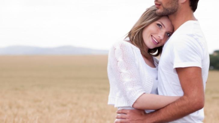 10 lucruri pe care TOŢI BĂRBAŢII le iubesc la femei