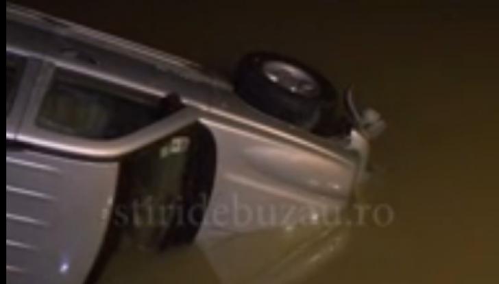 Căutările în canalul unde a fost găsit jeepul cu tânărul mort au fost reluate