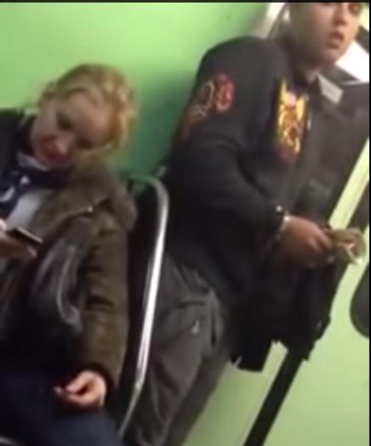 Furt la metrou: cum rămâi fără telefon
