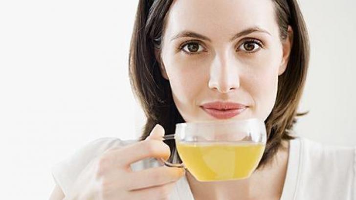 Ceaiul verdeare un rol important în prevenirea unor afecţiuni cronice