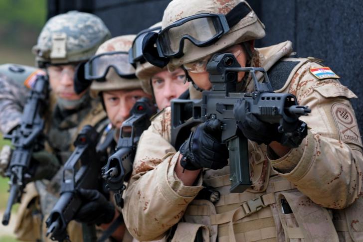NATO va trimite forțe în baze noi din estul Europei