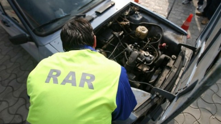 Aproape 200 de taxiuri şi maşini ale şcolilor auto, găsite în neregulă de inspectorii RAR