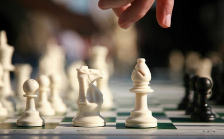 ȘAH: Cum s-a încheiat prima partidă a meciului pentru titlul mondial dintre Carlsen și Anand