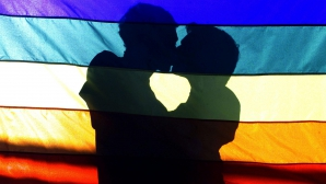 Români, implicaţi în aranjarea unor căsătorii gay cu imigranţi ilegali în Marea Britanie
