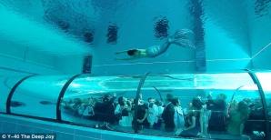 <p>PISCINA de 40 de metri adâncime se află în Italia</p>
