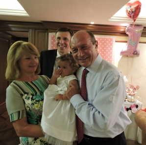 <p>ANIVERSARE în familia Băsescu. Sofia Anais a împlinit un an / Foto: Facebook.com</p>