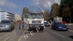 Microbuz de călători, lovit de o BETONIERĂ: 11 răniţi
