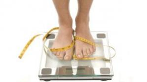 Ce e mai bun pentru slăbit: un regim sarac în carbohidraţi sau unul cu puţine grăsimi?