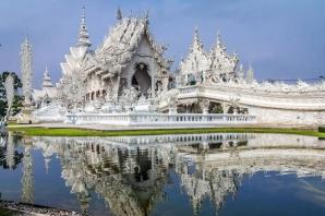 Templul Alb din Thailanda pare desprins dintr-o poveste