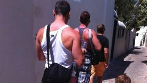 Un cuplu gay şi-a dus fetiţa la piscina unui hotel de lux din Bucureşti. Ce s-a întâmplat