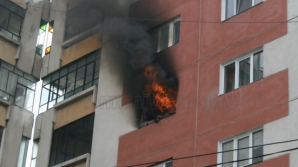 INCENDIU DEVASTATOR într-un bloc de locuinţe