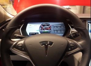 """""""Gadgetul"""" celor mari: Tesla S, cea mai inteligentă mașină electrică VIDEO"""