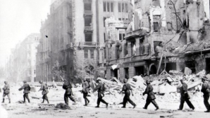 Revolta din Varşovia, din 1944, între masacrele naziste şi trădările sovietice