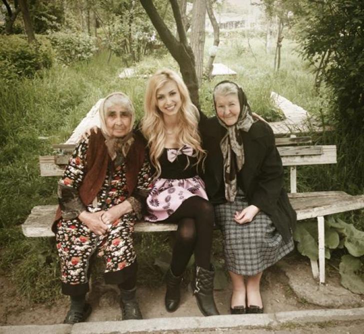 FOTOGRAFII IMPRESIONANTE cu Andreea Bălan şi bunica sa