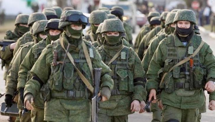 Militari ruşi, fără însemne, în Crimeea