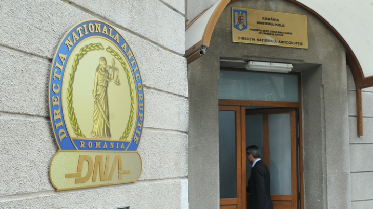 Deputatul Adrian Simionescu şi un om de afaceri, DUŞI LA DNA cu mandat de aducere