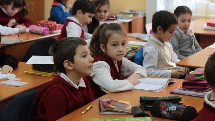 """Parlamentarii nu vor """"educaţie sexuală"""" în şcoli"""