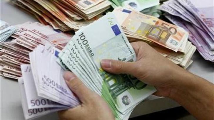 DIICOT: Banii falsificaţi la Oradea, depozitaţi la sediile unor firme şi distribuiţi în ţări UE
