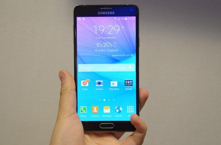 Efectul IPHONE! Samsung grăbeşte lansarea Galaxy Note 4 în magazine
