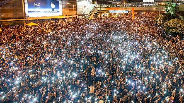 HONG KONG. Dialog imposibil între protestatari şi premier. Se anunţă noi manifestaţii