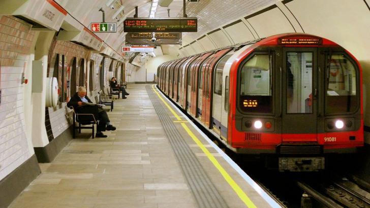 Metroul londonez va circula 24 de ore din 24 în week-end, din septembrie 2015