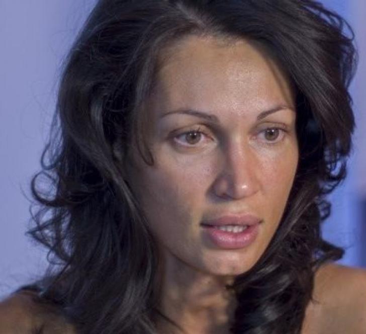 SURPRIZĂ - Nicoleta Luciu şi-a făcut bagajele şi a plecat. Bruneta a părăsit Bucureştiul