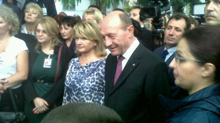 Cadoul inedit oferit de Traian Băsescu soţiei sale.