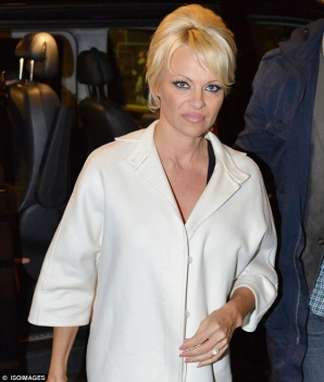 Pamela Anderson, tot mai slăbită? Imagini de la cea mai recentă apariţie publică, în Suedia