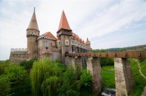 Castelul Corvinilor, în top 10
