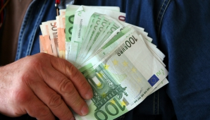 Salarii mici, taxe mari