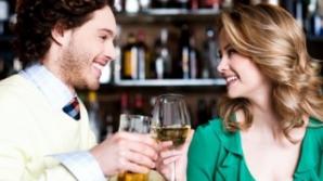10 lucruri pe care să nu le faci NICIODATĂ când mergi într-un bar