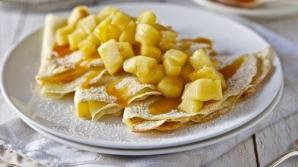 DESERTUL de weekend: Clătite cu mere şi caramel