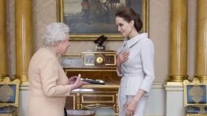 Angelina Jolie a primit un titlu onorific din partea reginei Elizabeth a II-a a Marii Britanii