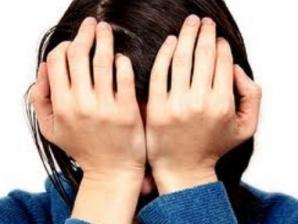 STOMATOLOG din Iaşi, acuzat că a desfigurat o pacientă, după intervenţii de 3.000 euro