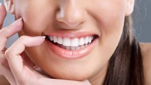 7 TRUCURI surprinzătoare pentru DINŢI MAI ALBI şi un zâmbet de milioane