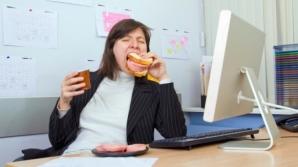 De ce nu este bine să mănânci la BIROU