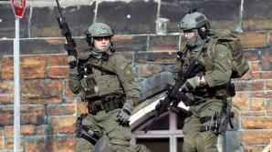 Cel puţin două persoane - un militar canadian şi atacatorul - au fost ucise