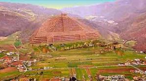 Reconstituire grafică a aspectului original al piramidelor, acoperite acum de vegetaţie