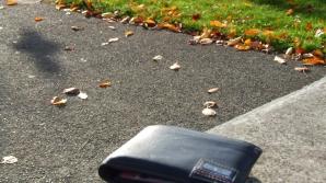 Ce a făcut o femeie din Rădăuţi cu portofelul găsit pe stradă