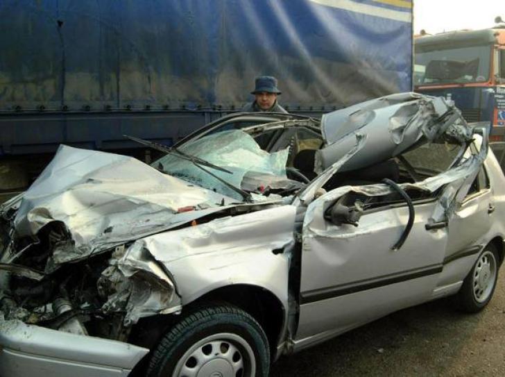 Accident GRAV în Italia: 6 români au murit
