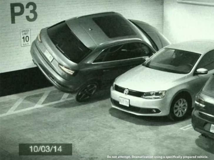 Mașina care se poate parca aproape oriunde! Video amuzant