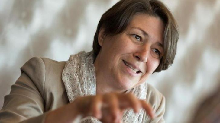 Juncker o integrează pe slovena Violeta Bulc în echipa sa