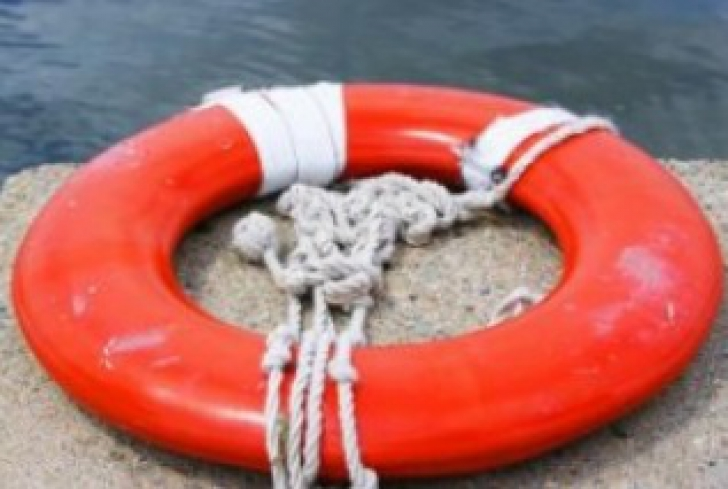 Bărbat căutat în lacul Pantelimon, după ce prietenul acestuia a anunţat că l-a aruncat de pe pod