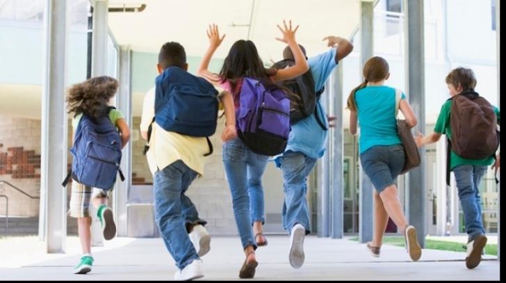 Elevii intră de astăzi în vacanța de vară