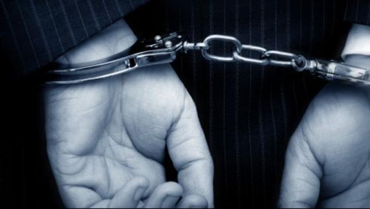 ŞOC - Un poliţist rutier a fost trimis în judecată pentru cinci infracţiuni