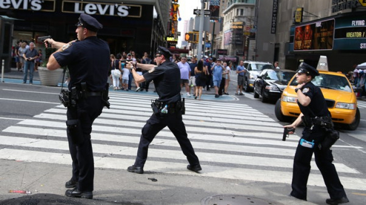 Corpul unei femei decapitate a fost târât prin New York