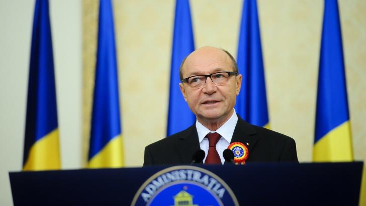 <p>Băsescu, despre dosarul MICROSOFT: DNA NU POATE ACȚIONA sezonier. Să apară și dosarul EADS</p>